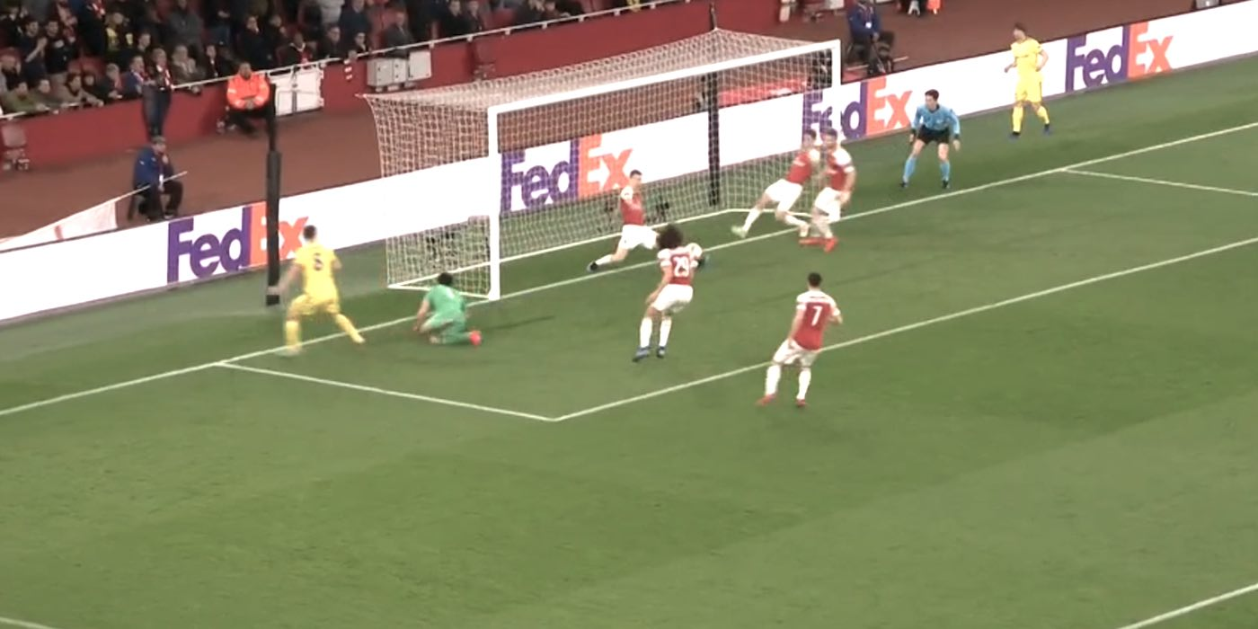 lichtsteiner_clears_off_the_line_BATE